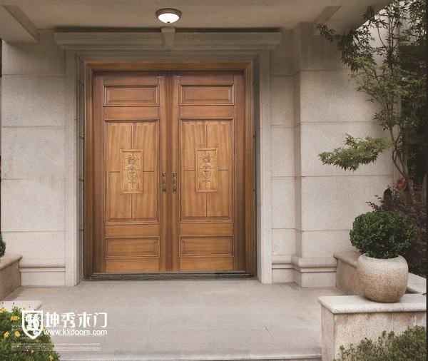 比如,如果房间的装修是欧式风格,那木门也最好选择欧式的.
